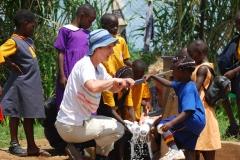 Uganda-Claudia-frisches-wasser-fuer-eine-schule-DSC_8761